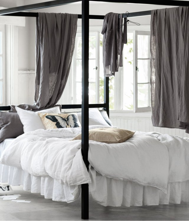 Four post bed with bed linens