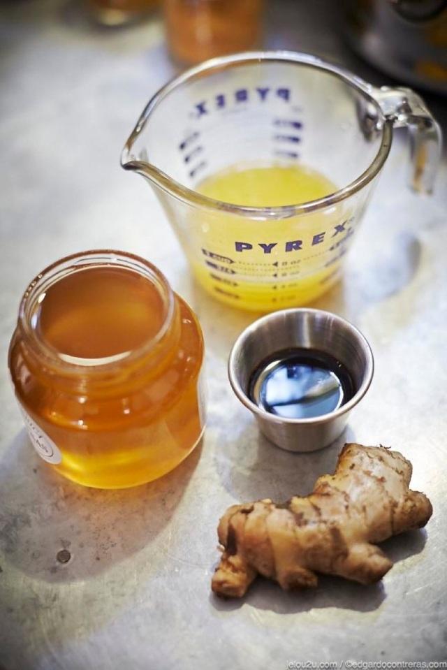 Soya, jugo de naranja, miel de abeja y jengibre.