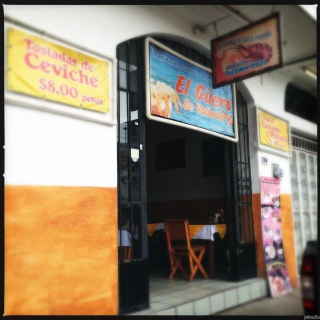 Entrada de restaurante El Güero de Vallarta